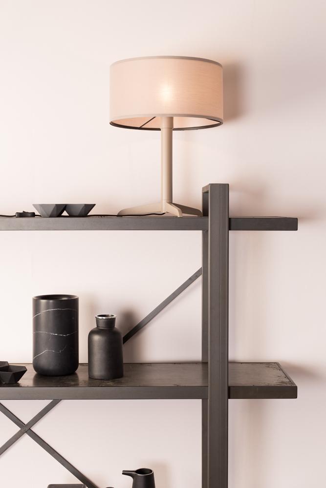 Tafellamp \'Shelby\' - kleur: Taupe taupe | DEBA Meubelen
