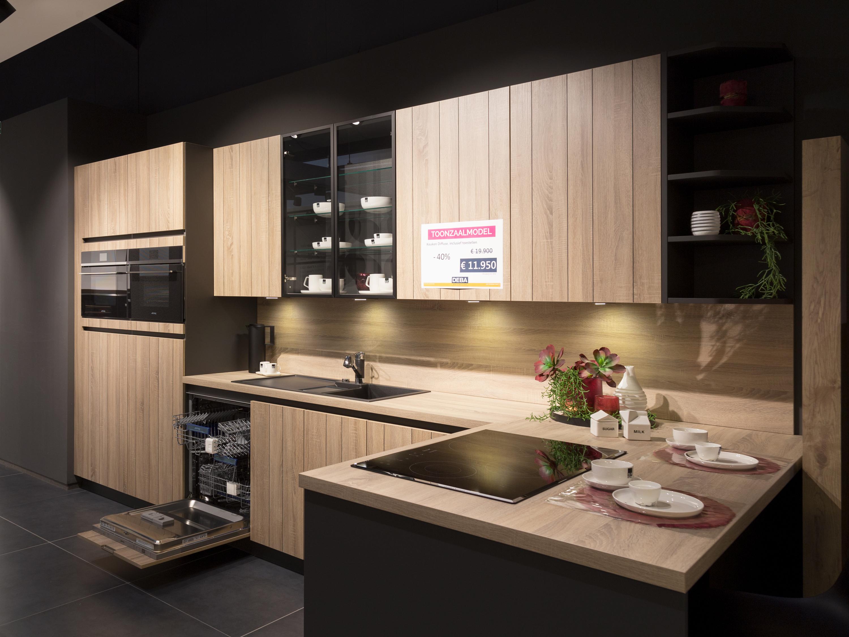 Keuken Industriele Smeg : Toonzaalmodel landelijke keuken met smeg toestellen deba meubelen