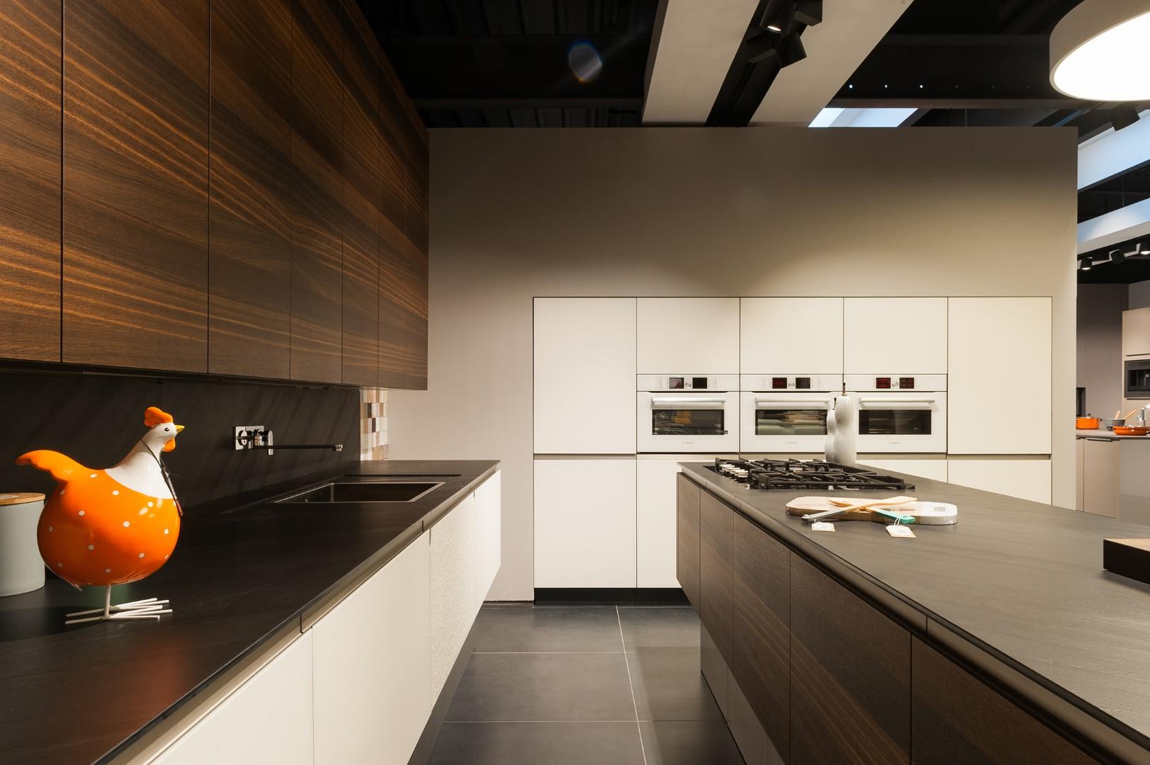 Moderne keuken realisaties keukens deba meubelen for Moderne keuken in de oude